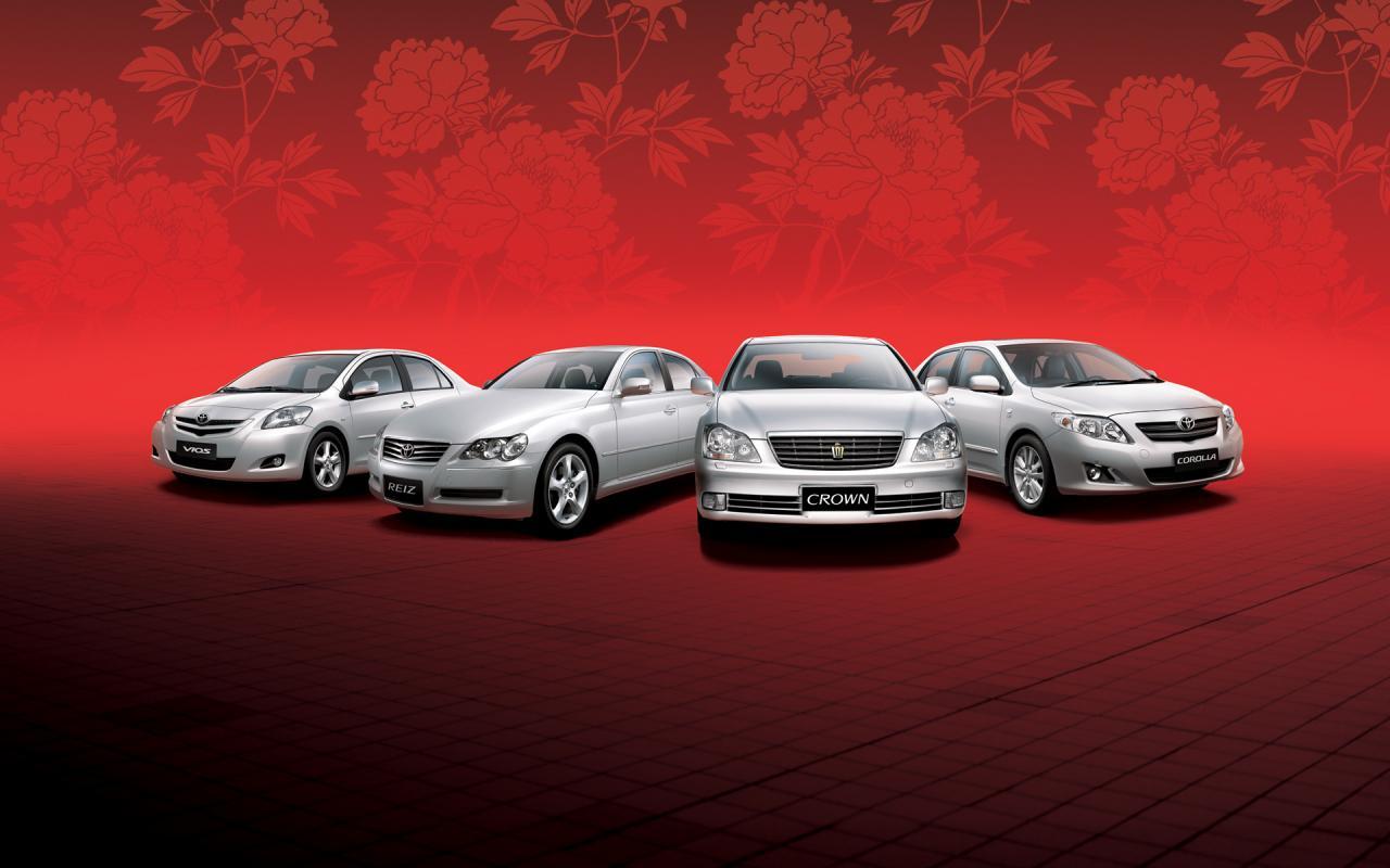 Silver Toyota Wallpaper