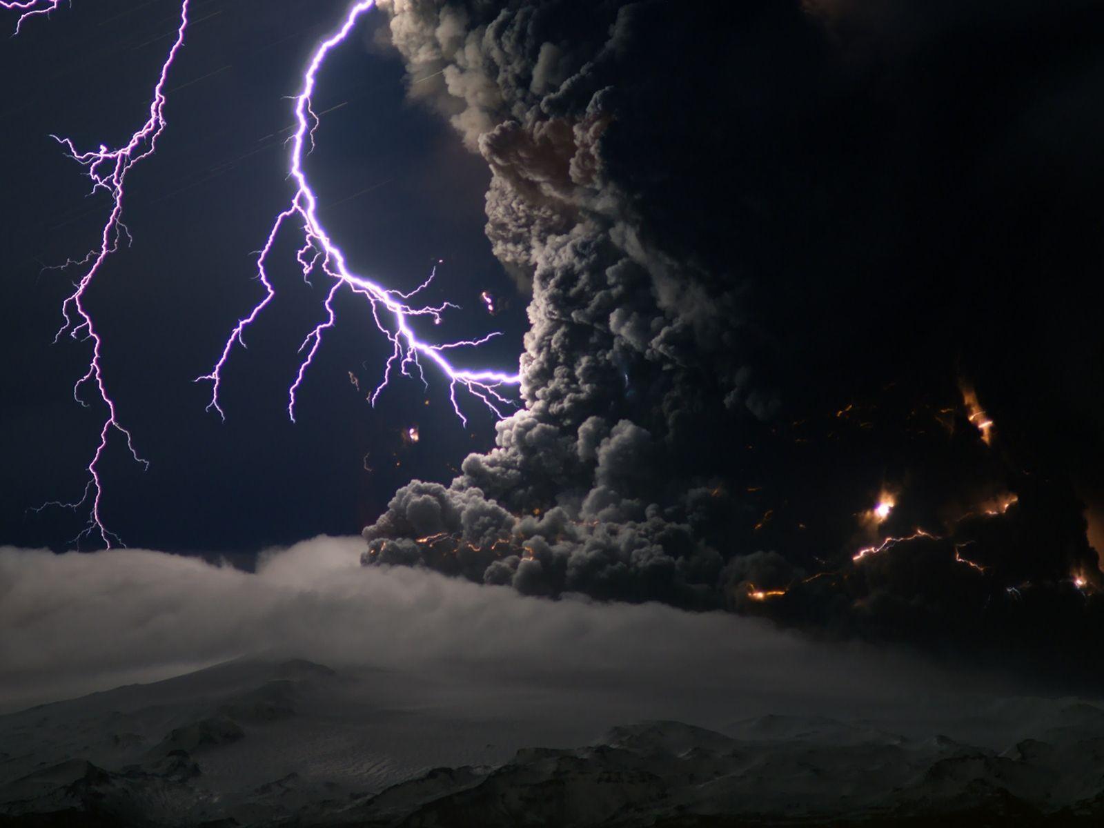 Amazing Storm Wallpaper
