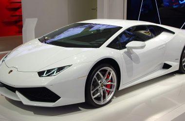 White Lamborghini Huracan 24337