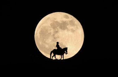 Widescreen Blood Moon