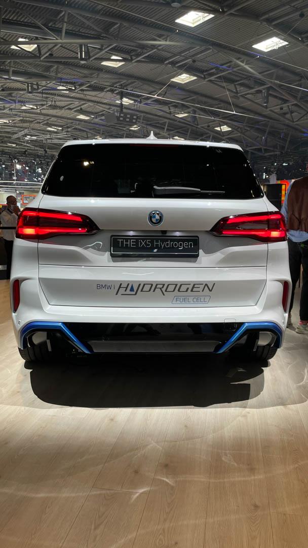 Backside BMW iX5 Hydrogen
